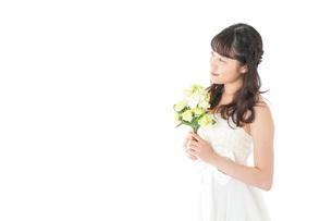 ブーケを持つ花嫁の写真素材 [FYI04716302]