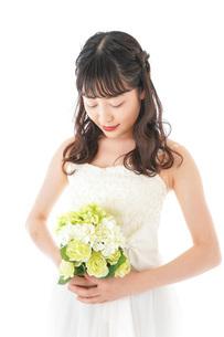 ブーケを持つ花嫁の写真素材 [FYI04716351]