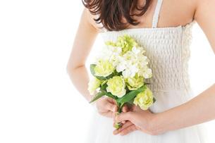 ブーケを持つ花嫁の写真素材 [FYI04716357]