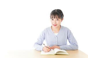 授業を受ける若い女子学生の写真素材 [FYI04716521]