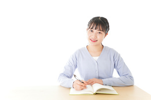 授業を受ける若い女子学生の写真素材 [FYI04716526]