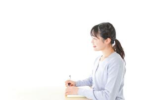 授業を受ける若い女子学生の写真素材 [FYI04716584]