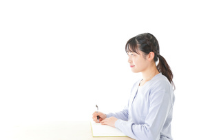 授業を受ける若い女子学生の写真素材 [FYI04716593]