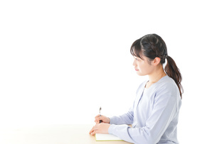 授業を受ける若い女子学生の写真素材 [FYI04716600]