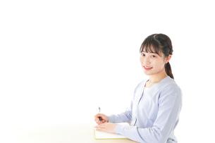授業を受ける若い女子学生の写真素材 [FYI04716604]