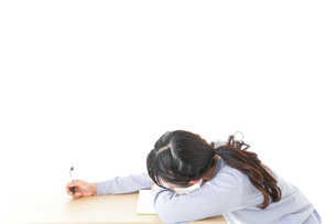 勉強をサボる若い女子学生の写真素材 [FYI04716617]