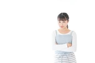 悩む若い主婦の写真素材 [FYI04717194]