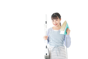 家事をする若い主婦の写真素材 [FYI04717233]