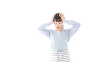 悩む若い主婦の写真素材 [FYI04717457]