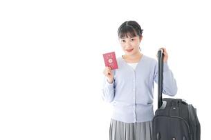 海外旅行に出かける若い女性の写真素材 [FYI04717644]
