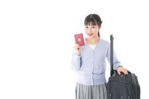 海外旅行に出かける若い女性の写真素材 [FYI04717651]