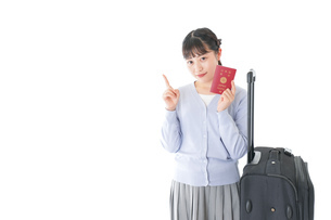 海外旅行に出かける若い女性の写真素材 [FYI04717660]