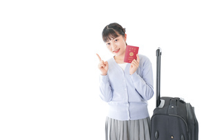 海外旅行に出かける若い女性の写真素材 [FYI04717663]