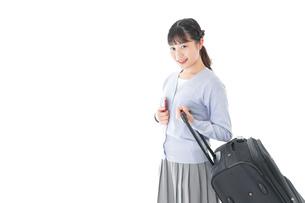 海外旅行に出かける若い女性の写真素材 [FYI04717673]