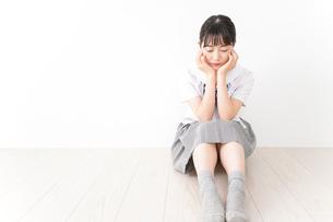 悩み事・いじめ・学生イメージの写真素材 [FYI04717851]