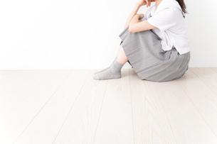 悩み事・いじめ・学生イメージの写真素材 [FYI04717864]