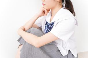 悩み事・いじめ・学生イメージの写真素材 [FYI04717867]