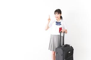 海外留学・修学旅行をする若い女子高校生の写真素材 [FYI04717950]