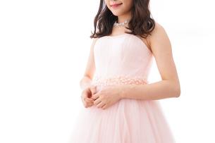 ピンクのドレスを着た花嫁の写真素材 [FYI04718035]