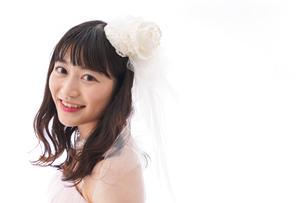 ピンクのドレスを着た花嫁の写真素材 [FYI04718037]