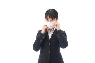 花粉症・風邪・インフルエンザに苦しみマスクをする若い女性の写真素材 [FYI04718067]