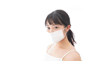 花粉症・風邪・インフルエンザに苦しみマスクをする若い女性の写真素材 [FYI04718128]