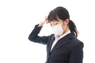 風邪をひいた若い女性の写真素材 [FYI04718132]