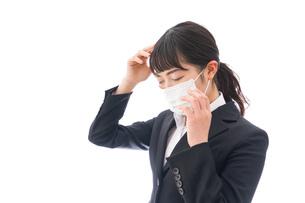 風邪をひいた若い女性の写真素材 [FYI04718133]