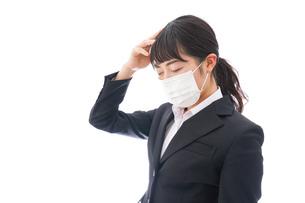 風邪をひいた若い女性の写真素材 [FYI04718134]