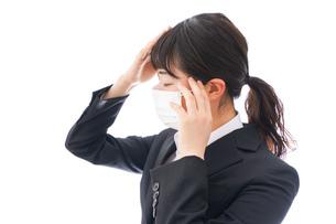 風邪をひいた若い女性の写真素材 [FYI04718137]