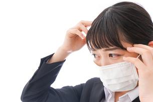 風邪をひいた若い女性の写真素材 [FYI04718138]