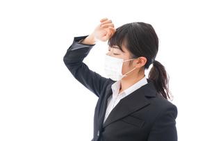 風邪をひいた若い女性の写真素材 [FYI04718140]
