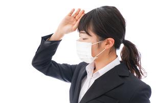 風邪をひいた若い女性の写真素材 [FYI04718141]