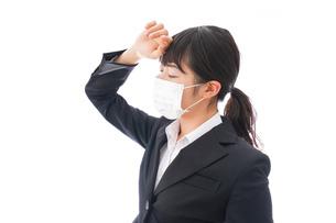 風邪をひいた若い女性の写真素材 [FYI04718147]