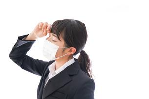 風邪をひいた若い女性の写真素材 [FYI04718148]
