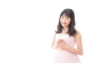 ピンクのドレスを着た花嫁の写真素材 [FYI04718293]