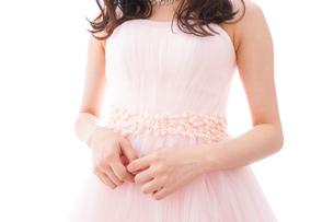 ピンクのドレスを着た花嫁の写真素材 [FYI04718299]