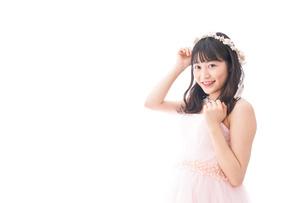 ピンクのドレスを着た花嫁の写真素材 [FYI04718301]