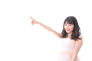 ピンクのドレスを着た花嫁の写真素材 [FYI04718303]