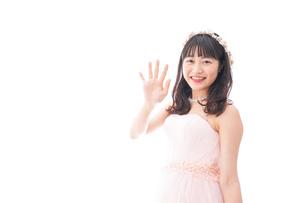 ピンクのドレスを着た花嫁の写真素材 [FYI04718306]