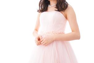 ピンクのドレスを着た花嫁の写真素材 [FYI04718307]
