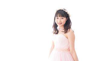 ピンクのドレスを着た花嫁の写真素材 [FYI04718310]