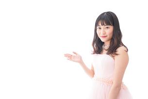 ピンクのドレスを着た花嫁の写真素材 [FYI04718311]