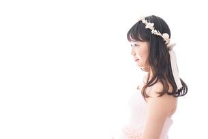ピンクのドレスを着た花嫁の写真素材 [FYI04718317]
