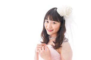 ピンクのドレスを着た花嫁の写真素材 [FYI04718326]