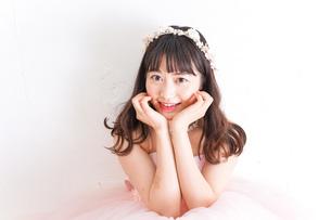 ピンクのドレスを着た花嫁の写真素材 [FYI04718329]