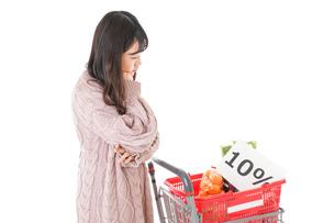 消費税増税・ショッピングイメージの写真素材 [FYI04718547]