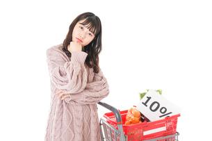 消費税増税・ショッピングイメージの写真素材 [FYI04718550]