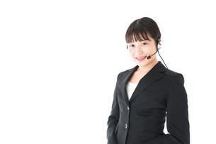 若い女性オペレーター・同時通訳イメージの写真素材 [FYI04718561]