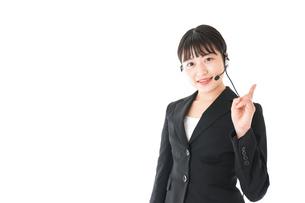 若い女性オペレーター・同時通訳イメージの写真素材 [FYI04718562]